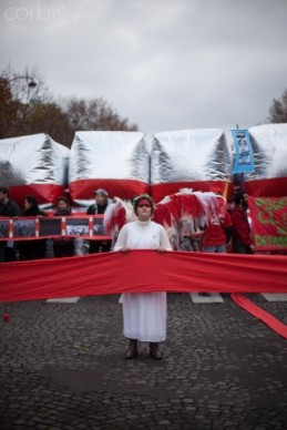 12 Dec 2015, Paris, France --- Guardian angel of the climate holds up a red line symbolizing panetary boundries in front of estimated 15,000 demonstrators during the D12 demonstrations during the last day of COP21 on Avenue De La Grande Armée in Paris, France, on Decembe 12th, 2015. (Photo by Andre Larsson/NurPhoto) --- Image by © Andre Larsson/NurPhoto/Corbis