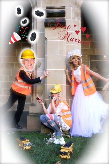 To add to Fossil Free MU's celebrations during Enviro Week, BUMS CEO2 Coral Bleach bridled fellow coal devotee Senator Malcolm Roberts [the living soul], August 2016